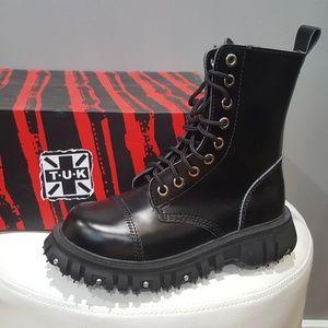🔥⚡🔥 T.U.K. Black 8 Eye Port Boots 🔥⚡🔥